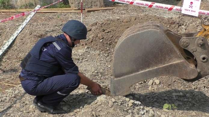 В передмісті Івано-Франківська будівельники натрапили на смертоносну знахідку
