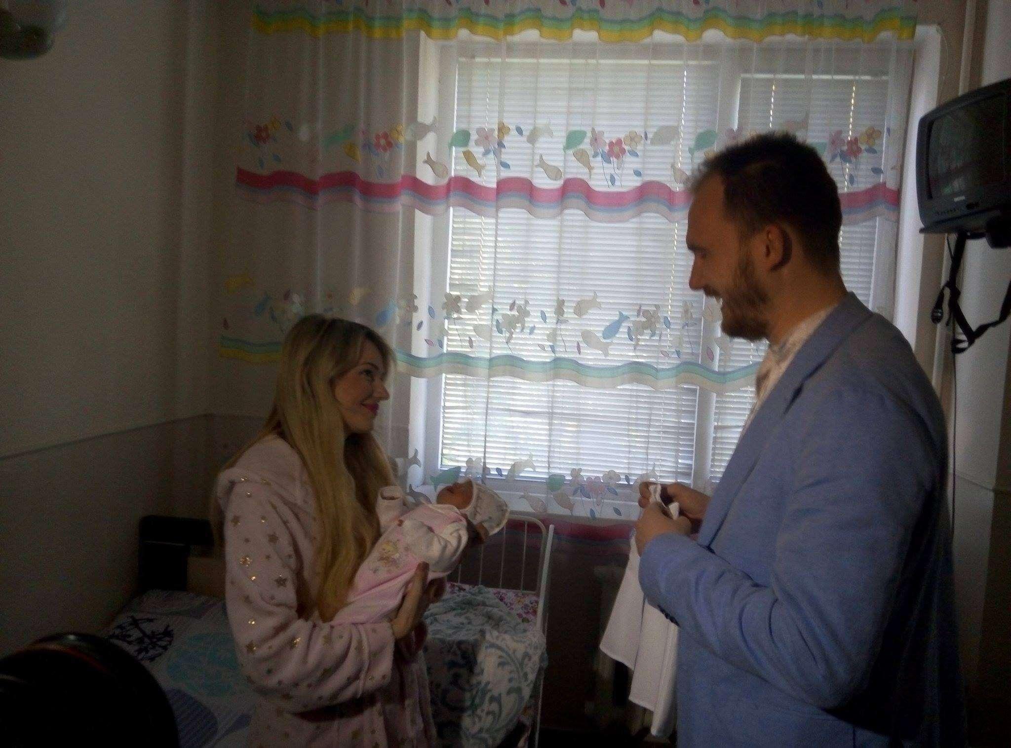 Першими подарунки в День вишиванки традиційно отримують немовлята (ФОТО) c51f575da7a6f