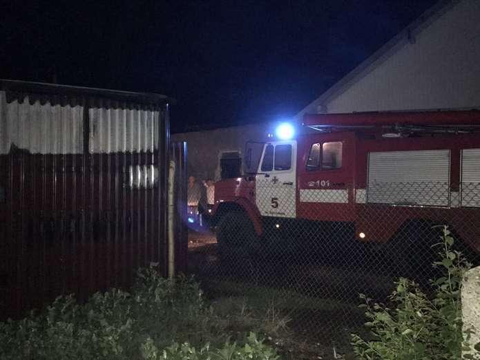 Впродовж минулої доби на Прикарпатті горіли два гаражі та іномарка на СТО