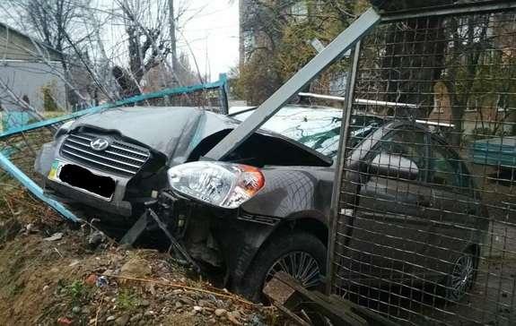 Ще одна аварія з потерпілими. На вулиці Чкалова авто опинилося в ...