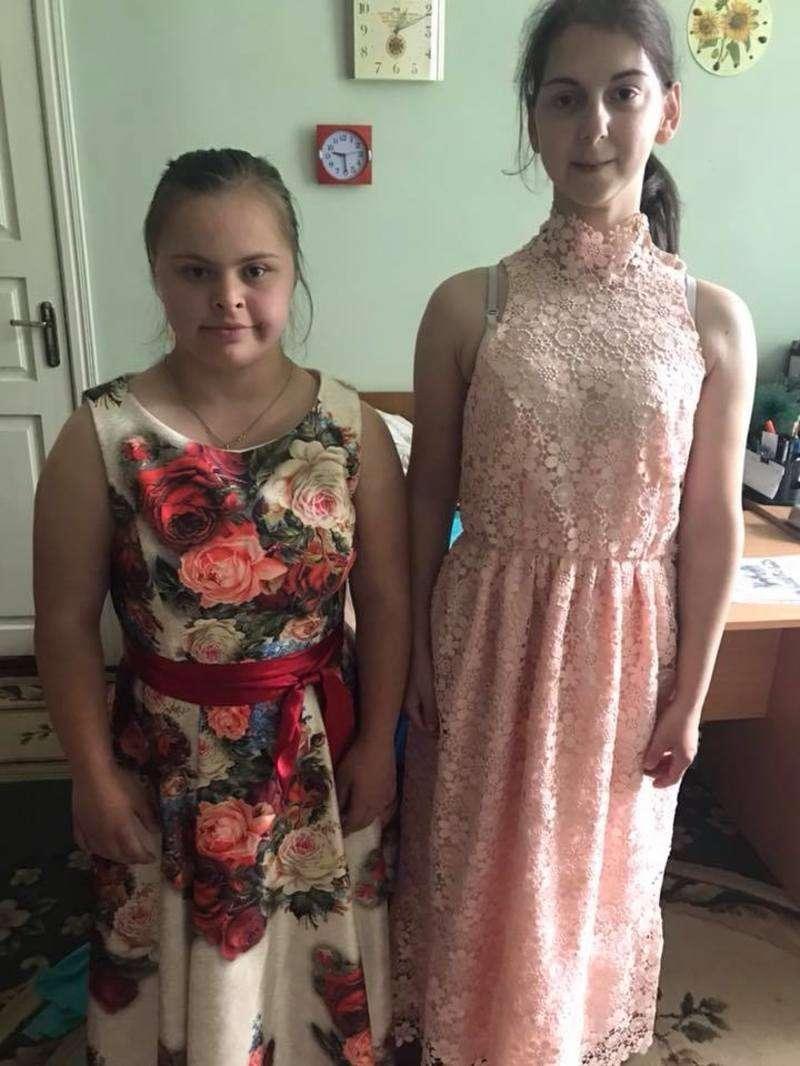 30 дівчаток завдяки небайдужим вдягнуть гарні сукні на випускні. Але  потрібно ще 0d798baa74b18