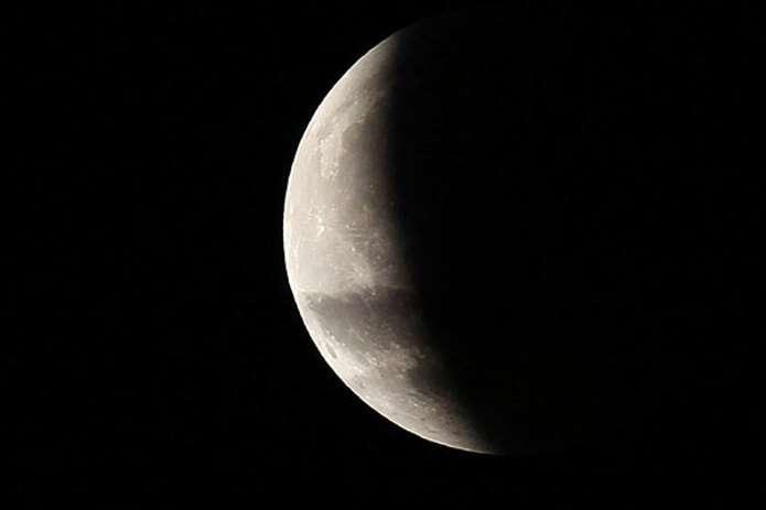 Українці зможуть спостерігати найдовше місячне затемнення цього століття