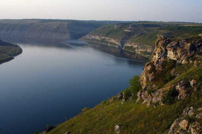 Житель Коломиї важко травмувався, спускаючись на плоті по річці