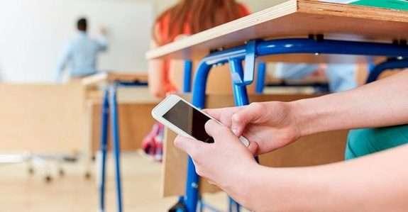 Картинки по запросу мобільний телефон у школі