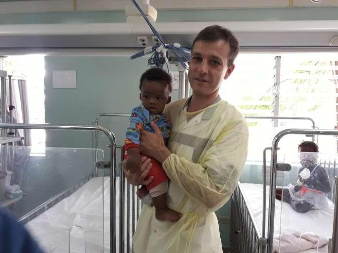 Чернівчанин на місяць став головним дитячим хірургом Гаїті (ФОТО)