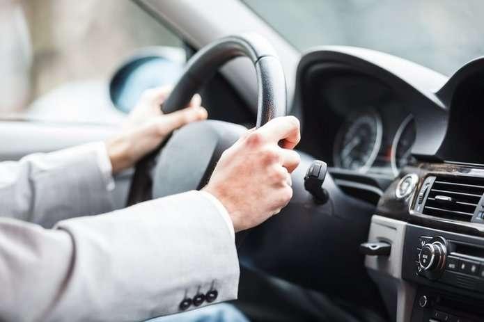 Українцям хочуть дозволити їздити без водійського посвідчення