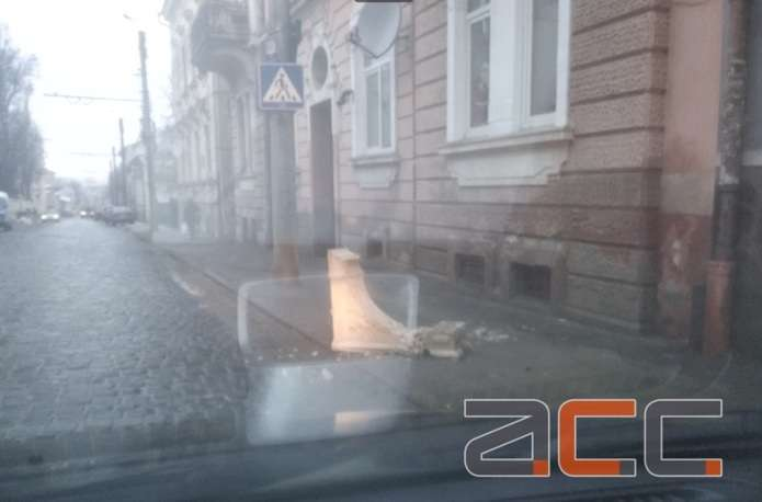 Een Winters Balkon : Балкон обвалився у центрі Чернівців ФОТОФАКТ