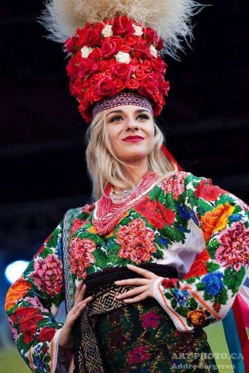 """Історія моєї вишиванки: як сорочка допомогла отримати титул """"Міс українська Канада"""""""