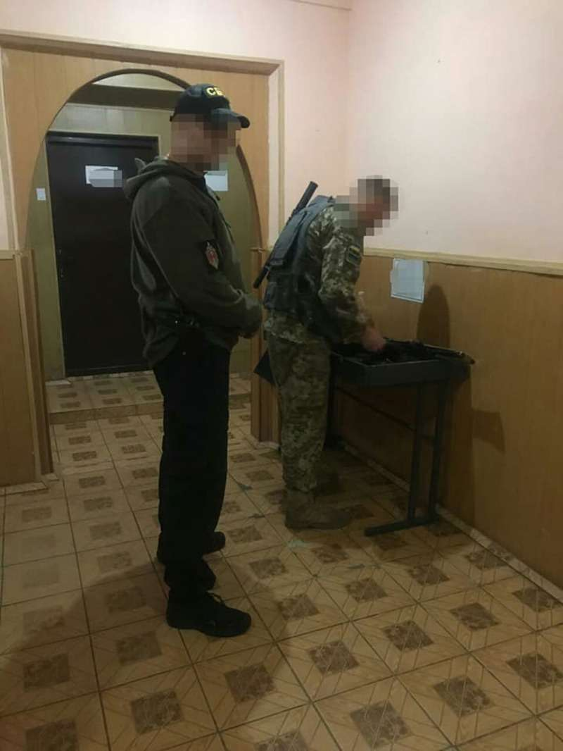 Прикордонники на Буковині організували кримінальну схему. За хабарі пропускали товар без контролю