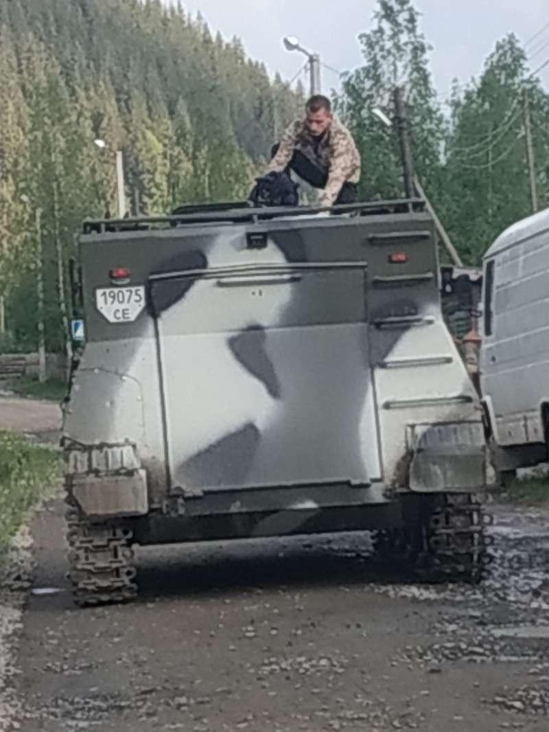 Знову стрілянина на Буковині. Невідомі на БМП стріляли у місцевих (ФОТО+ВІДЕО)