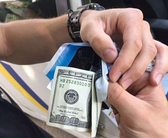 """Результат пошуку зображень за запитом """"За кермом під дією наркотиків: водій-порушник пропонував чернівецьким патрульним 100$ хабара"""""""