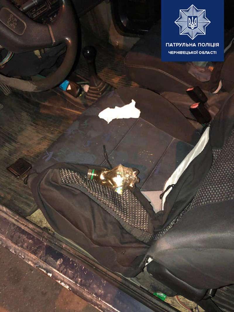 Пропонував долари: в Чернівцях п'яний водій дав хабар патрульним (ФОТОФАКТ)
