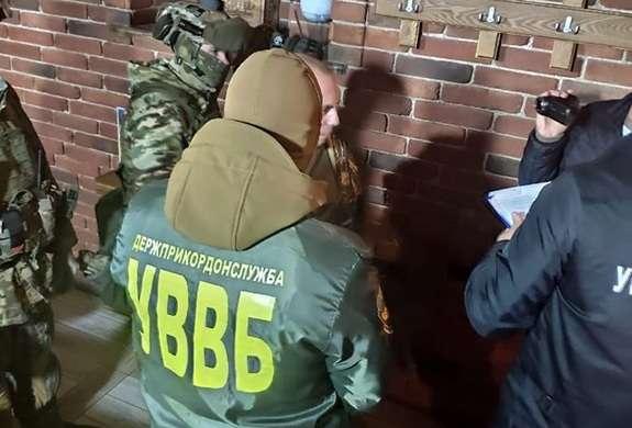 """Результат пошуку зображень за запитом """"Буковинець пропонував прикордонникам півтори тисячі євро за переміщення контрабанди до ЄС (ФОТО)"""""""