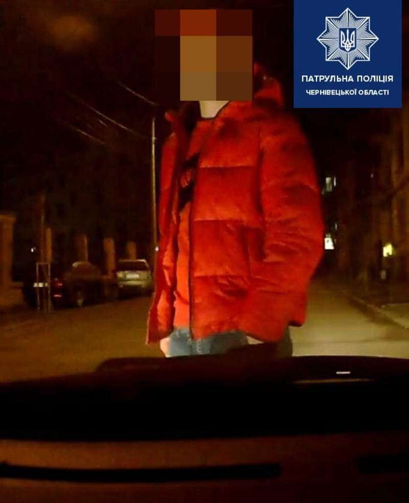 П'яний водій у Чернівцях пропонував патрульним 100 євро хабара