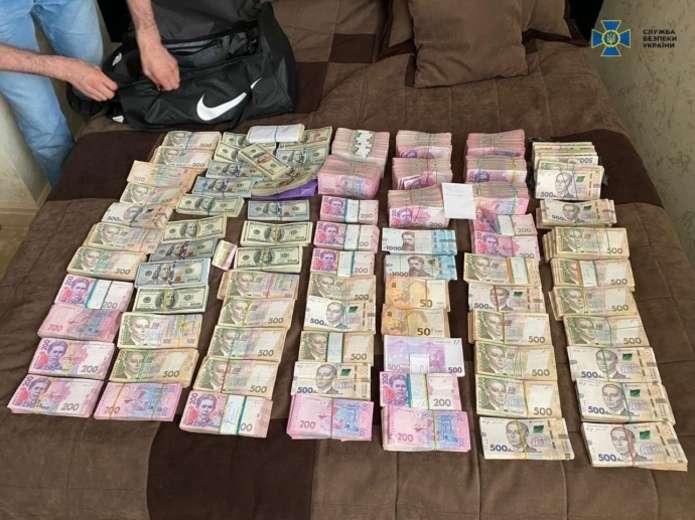 В Україні чинного голову ОДА підозрюють у вимаганні майже 2 мільйонів гривень