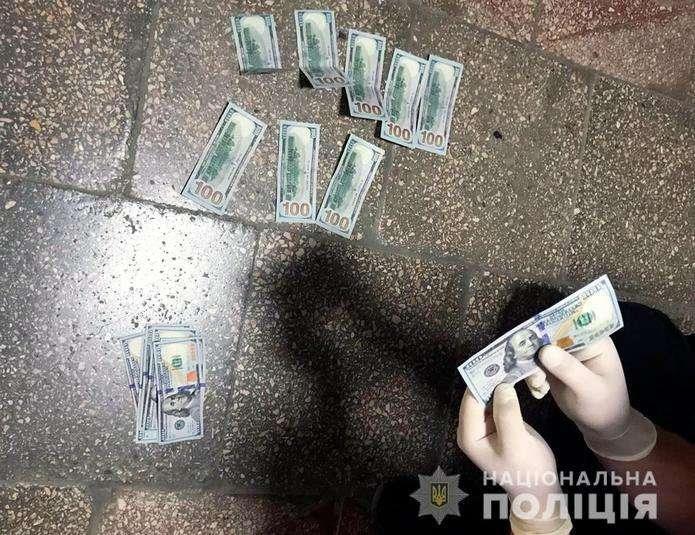 На Буковині землевпорядниці загрожує до 5 років тюрми за вимагання хабаря