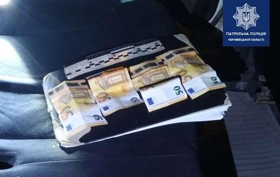 У Чернівцях нетверезий водій пропонував патрульним 200 євро хабаря