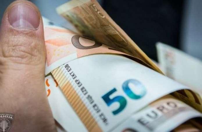 За контрабанду - 300 євро хабаря: буковинському прикордоннику повідомили про підозру