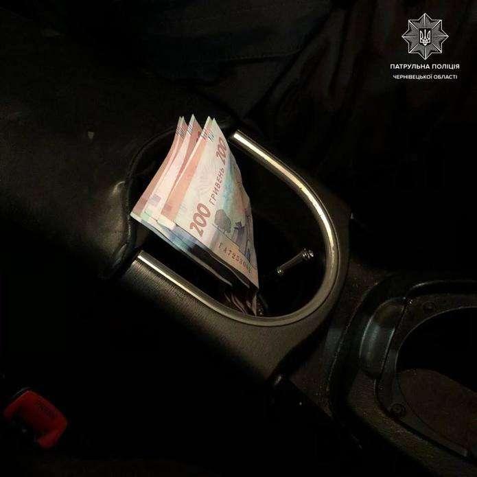 П'яний водій легковика у Чернівцях спробував відкупитися від поліцейських