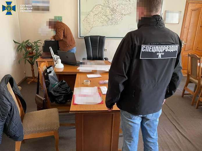 Посадовця Чернівецької ОДА, якого підозрюють у хабарництві, взяли під варту