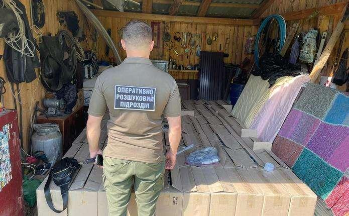 На Буковині правоохоронці викрили схему контрабанди цигарок