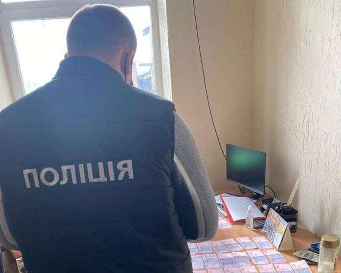 Зловживав впливом: на Буковині судитимуть начальника-хабарника