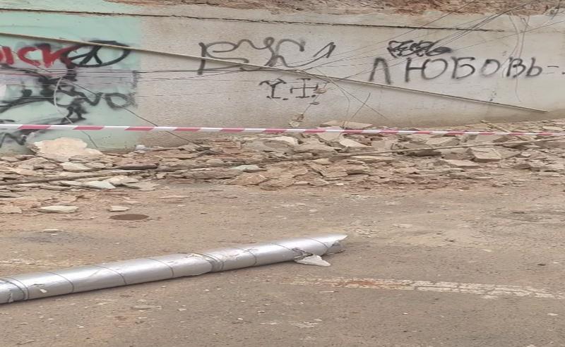 У центрі Чернівців впала частина стіни житлового будинку