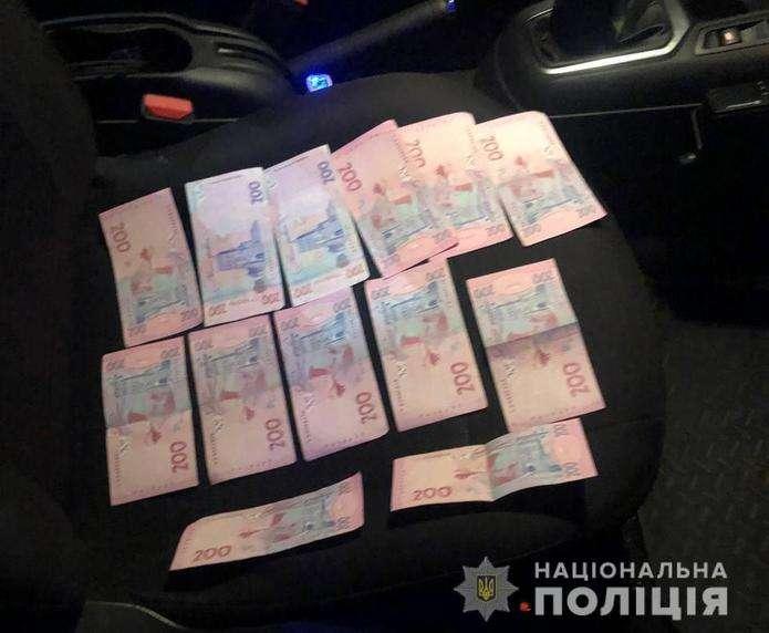 П'яний за кермом: у Чернівцях водій хотів підкупити патрульних