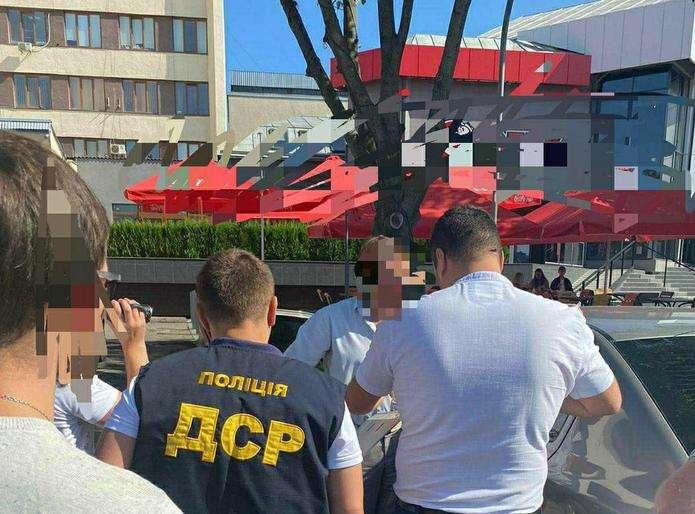 Затриманого на хабарі посадовця ОТГ Буковини відсторонили від посади