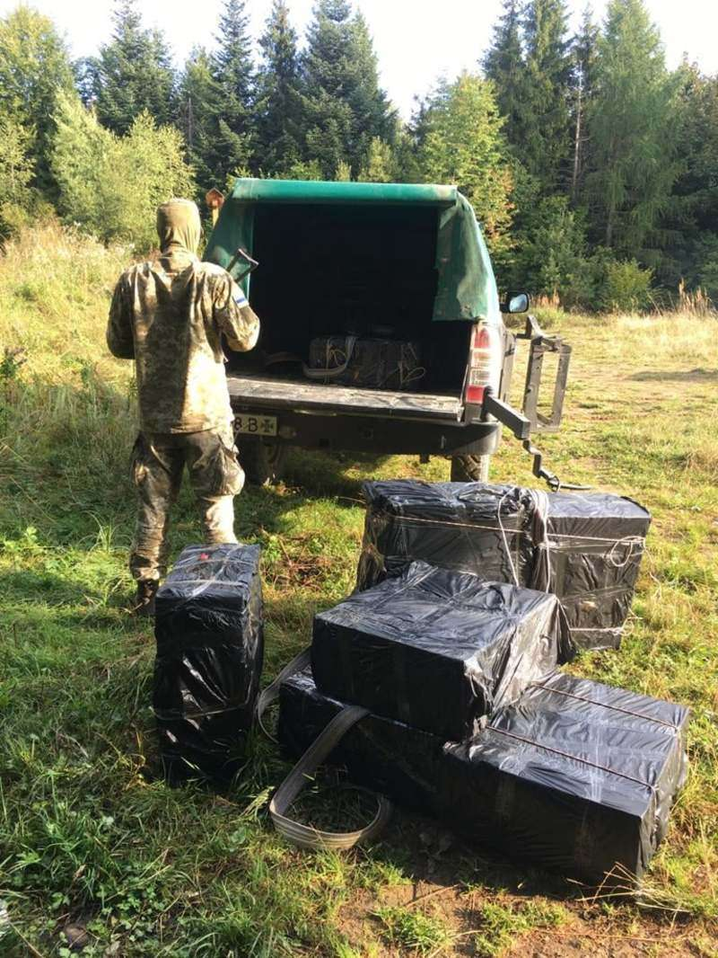 На Буковині контрабандисти тричі намагалися перемістити цигарки через кордон